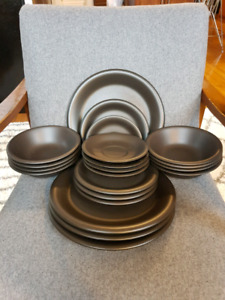 Dinnerware Set - Matte Black