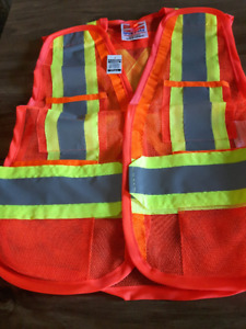 Brand new safety vest with 4 pockets