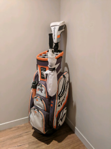 Taylormade R1 driver with matching bag and umbrella