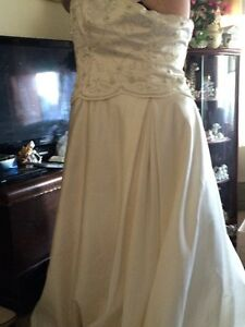 plus-size wedding dress for sale Peterborough Peterborough Area image 3
