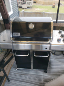 Weber natural gas bbq located in( Moncton NB)