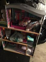 Barbie house with Barbies ans furniture