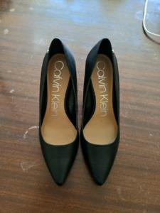 black Calvin Klein pumps size 10