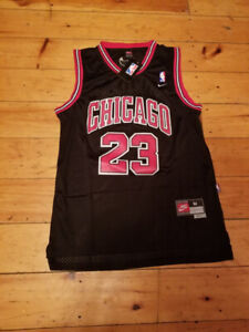 VINTAGE MICHAEL JORDAN CHICAGO BULLS 23 JERSEY- MEDIUM- STITCHED