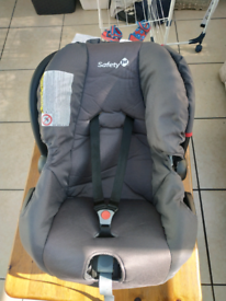 Baby car seat very good condition