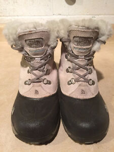 Girls The North Face Waterproof Winter Boots Size 4 London Ontario image 2
