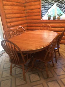 Oak 6 Person Dining Room Table and Hutch
