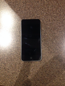 Cracked Screen iPod 5, 16 gb, silver with black screen