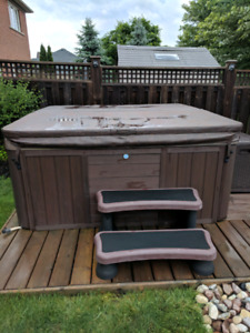 Free Hot Tub SPOKEN FOR PENDING PICK UP