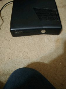 Slim xbox 360 with all cords 1 contriller and 3 games