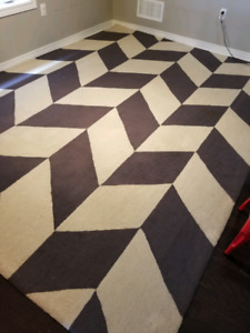 10 ×12 wool rug for sale. Good condition.