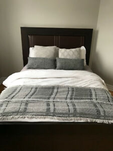 Queen bed in very good condition - base + headboard