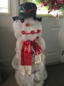CUSTOM MADE LIGHTED MESH SNOWMAN