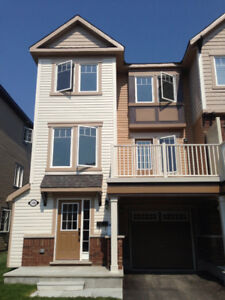 HALF MOON BAY - BARRHAVEN TOWNHOUSE FOR RENT