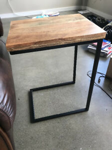 Excellent side table - great price amazing condition