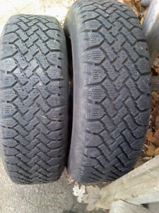 LIKE NEW P195/70R14 SNOW TIRES