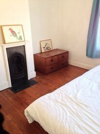 Sunny double room in friendly house, bills included
