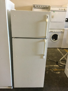 "24"" White Apartment Size Fridge & Freezer"