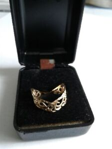 FOR SALE A LADIES 10 K GOLD CHEVRON RING