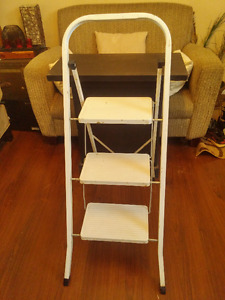 Moving - Three-Step Folding Ladder