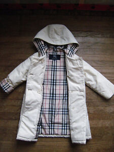 Like New Burberry Beige Trench Coat - size 100 cm (3T - 4T)