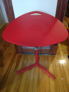 Table ikea pour ordinateur portable minimaliste