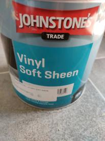 Johnstone's Vinyl soft sheen paint