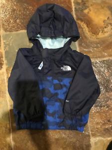 North Face manteau printemps 9-12 mois