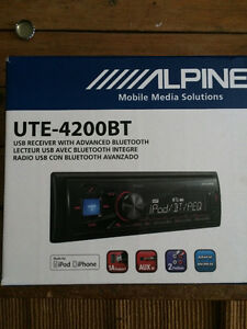 Alpine UTE-4200BT - Bluetooth Car Stereo