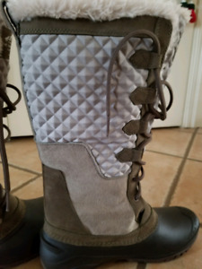 The North Face Womens Winter Boots SIZE 8