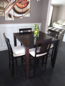 CONTENTS MOVING SALE - 5 PIECE DINING ROOM SET