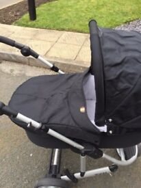 Mamas and Papas Zoom 3-in-1 combi pram travel system in black. In good condition.