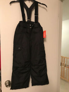 BNWT Black size S (6) snowpants / snowbib for boy or girl