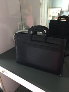 Sac (valise) d'affaire en cuir véritable noire