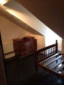 Single attic room with separate sitting room. Central Liskeard