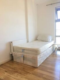 ******MASSIVE Single room 130pw Stratford great price!!!