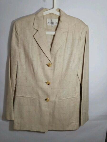 BARNEYS NEW YORK Linen Pants Suit (Pants and Jacket) (size 10) - off White