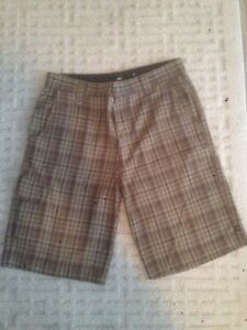 686 Plaid shorts in size 34