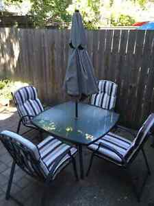 Patio set: 4 chairs, cushions, table + umbrella
