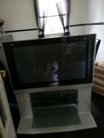 37 inch TV with stand