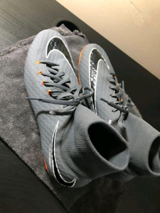Soccer outdoor shoes - Grey colour