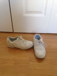 Smart Fit Size 2 1/2 Sneakers (Cheer)