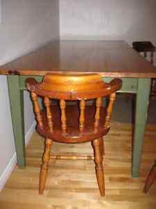 Table et 4 chaises Saint-Hyacinthe Québec image 2