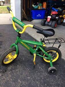 """12"""" John Deere kids bike w/ training wheels"""