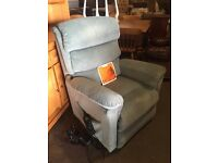 LA- Z - BOY Electric recliner Lazyboy lazy boy rise & recline arm chair