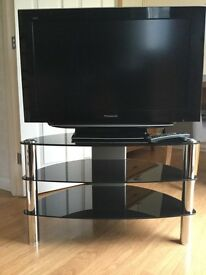"Panasonic 32"" TV & complete with Glass/chrome stand"
