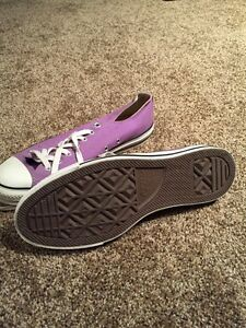 New size 10.5 ALL STAR shoes London Ontario image 2