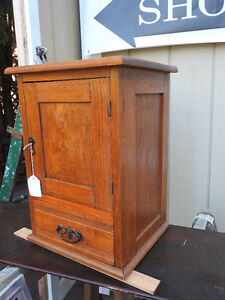 antique small oak cabinet (table top)