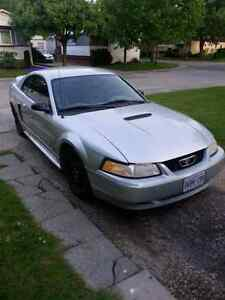 2000 Ford Mustang 2 door coupe