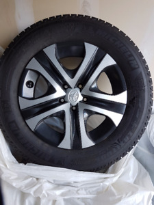 225/65R17 Michelin Latitude X-ICE on Toyota RAV4 Wheels
